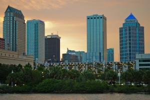 Nova York? Não! É Downtown Tampa. O imponente centro empresarial de uma das cidades que mais gera empregos na Flórida pode ser visto e fotografado de vários bairros e ilhas ao redor.