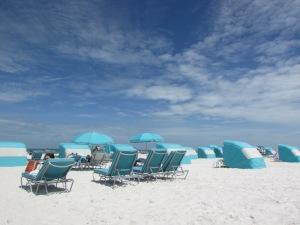 O azul das cadeiras, o azul do céu, o azul do mar e o branquinho da areia. Em Clearwater, as cores e os momentos de paz e contemplação se harmonizam e fazem daquele pedaço da Flórida um lugar ímpar, inesquecível. E apaixonante. (Foto: Eduardo Oliveira)