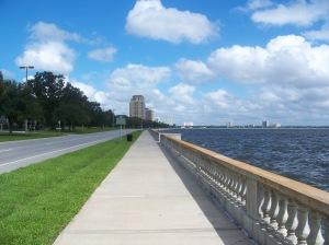Riverwalk, o concorrido calçadão da Baía de Tampa é o ponto de encontro de esportistas da região e de turistas à procura de belas imagens da cidade para a coleção de fotos