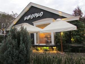 Apostando na chamada alta gastronomia, o restaurante conta com ambientes sofisticados e um serviço de atendimento preciso (Foto: Eduardo Oliveira)