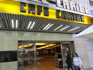Só em Santiago tem o famoso - e polêmico - Café con Piernas, locais onde as garçonetes servem café usando uma saia bem curta (Foto: Eduardo Oliveira)