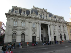 Caracterizado pelo seu elegante estilo neoclássico, o Correio Central é um Monumento Histórico do país (Foto: Eduardo Oliveira)